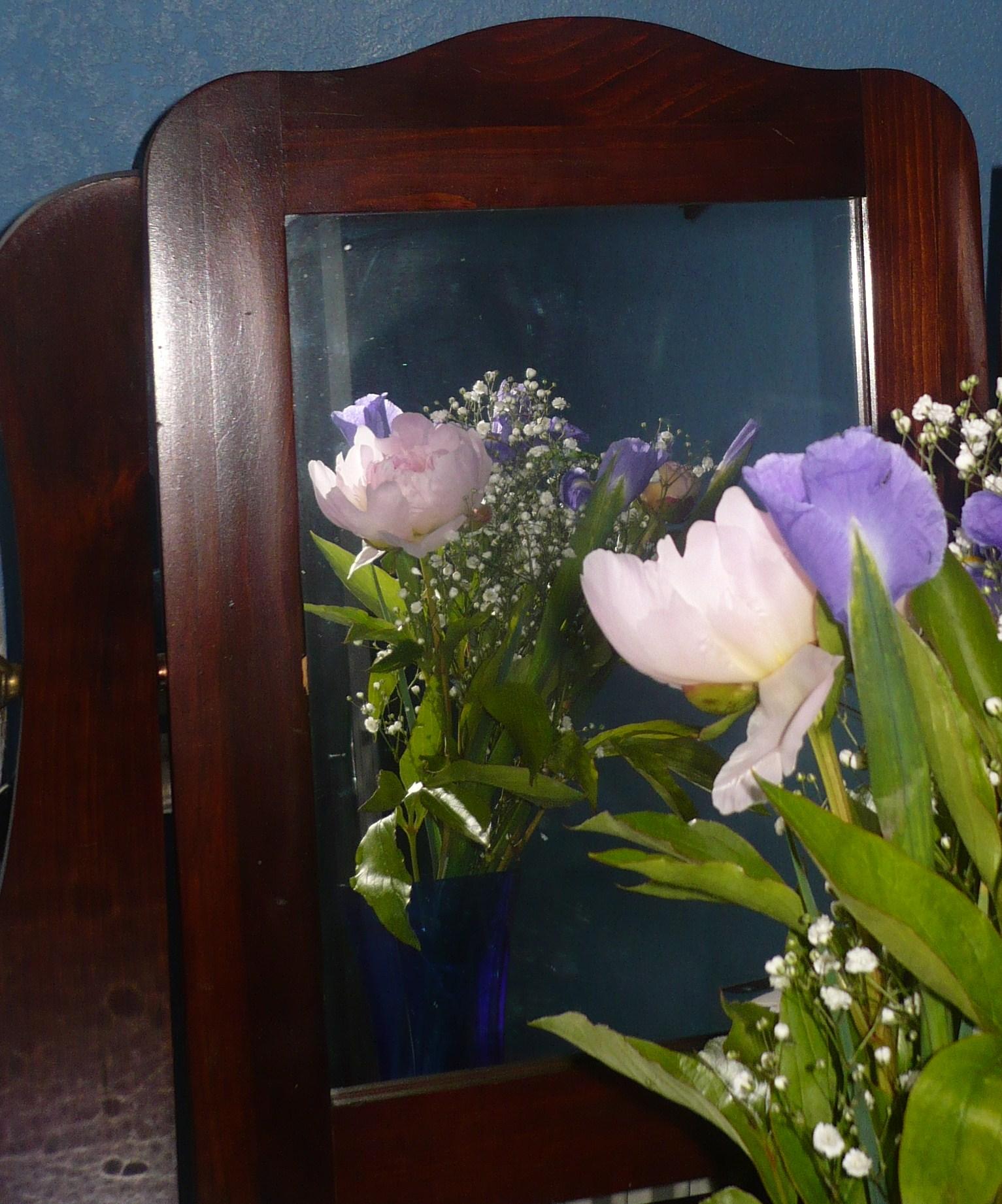des-fleurs-roses-dans-le-miroir-002.JPG