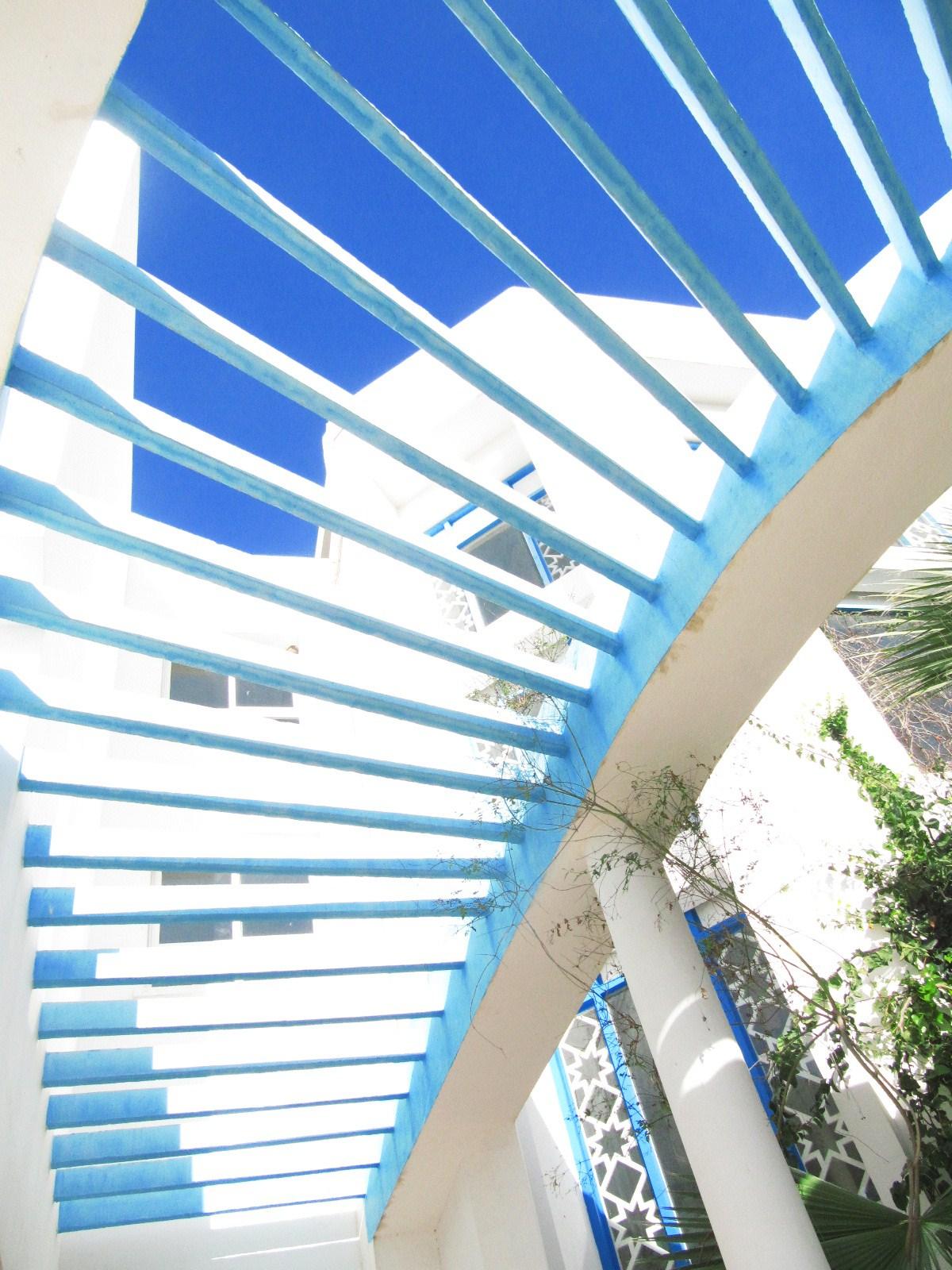 Envolee D Escalier Livre Ouvert Sur Le Bleu Du Ciel Vers